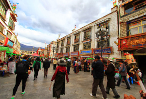 barkhor-Street-in-Lhasa2
