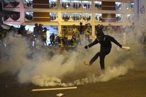 Hong Kong: ancora migliaia in piazza contro il governo
