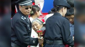 polizia blocca praticante